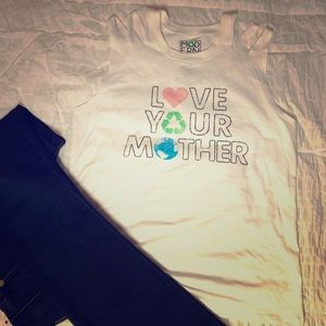 "Modern Luxe T-shirt ""Love Your Mother"""